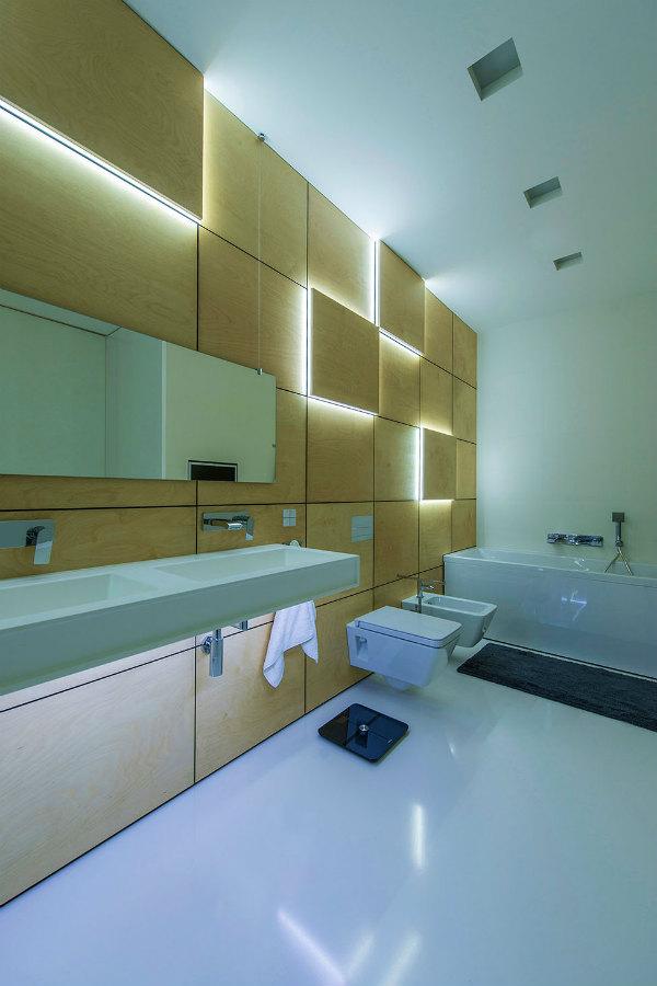 Современная квартира с уникальной технологией освещением