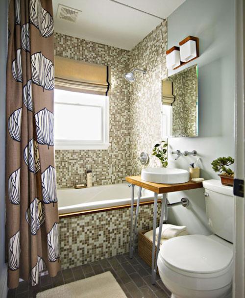 Маленькая ванная комната с окном дизайн фото